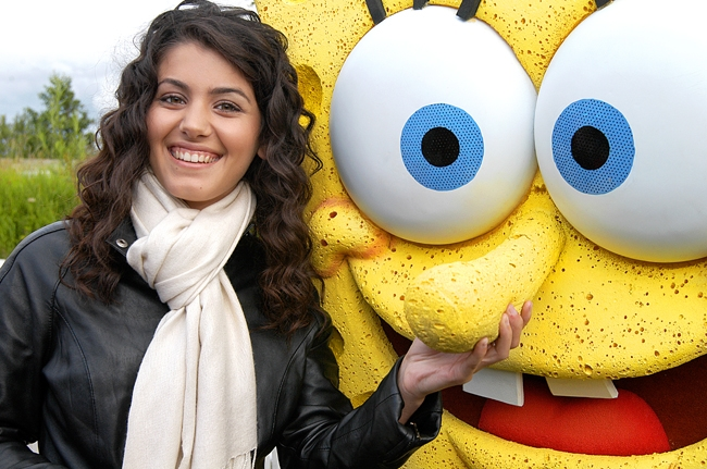 Katie Melua and new friend Spongebob Squarepants.